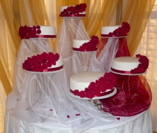 gorgeous-red-roses-cake