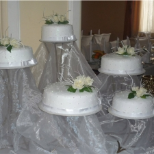white-wedding-cakes